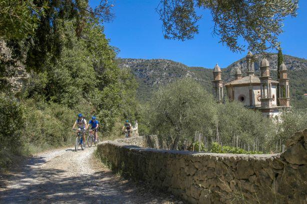 Finale Ligure: E-Bike mania alle Mànie